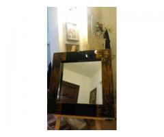 Oglinda cu rama negru-auriu