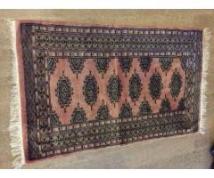 Covor din lana roz lucrat manual