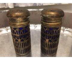 Set 2 solnite din sticla cu metal